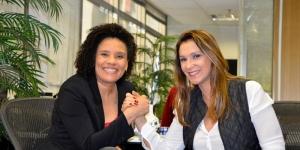Rita Passos conquista doação de livros para Alumínio